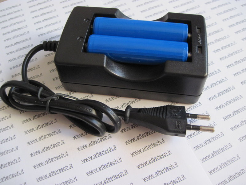caricabatterie 220v doppio e due pile batterie 18650. Black Bedroom Furniture Sets. Home Design Ideas